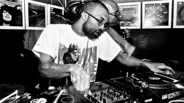 J Rocc is the visionary leader behind the world famous Beat Junkies, a turntablist collective founded in Orange County. He joins Anthony Valadez for a live guest DJ set.