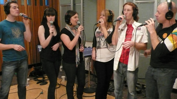 This Saturday, April 4, Chris Douridas hosts an interview and performance with the stunning new vocal ensemble Sonos.