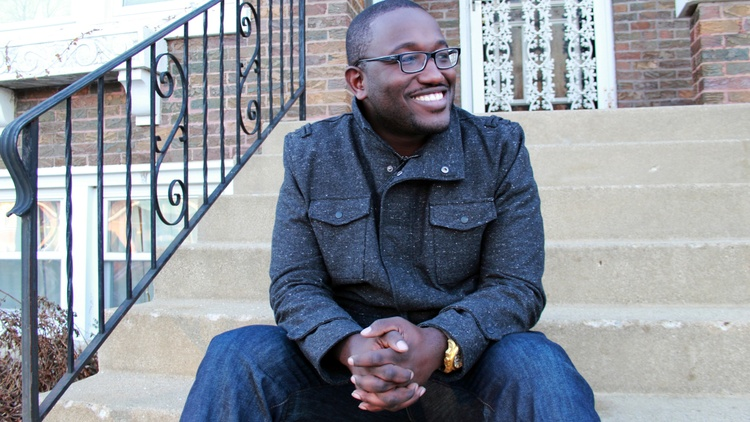 Comedian Hannibal Buress is a cast member on Comedy Central's Broad Cityas well as the co-host of TheEric Andre Showon Adult Swim. In the midst of a nationwide stand up tour, he laid out the similarities between hip hop and comedy, from lyricism and pacing to crowd interaction in his Guest DJ set.
