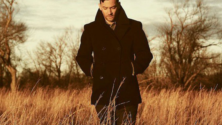 UK producer Bonobo explores new styles and genres on every album. He returned to our studios to hypnotize guests around his 2013 release The North Borders.