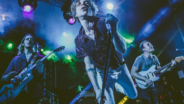 Kentucky rockers Cage the Elephant blasted back with their third album.
