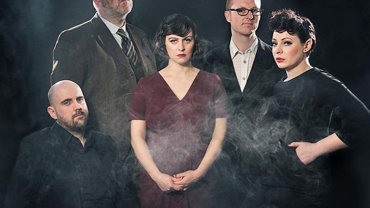 Glaswegian pop ensemble Camera Obscura make music to rouse the soul and fill the heart.