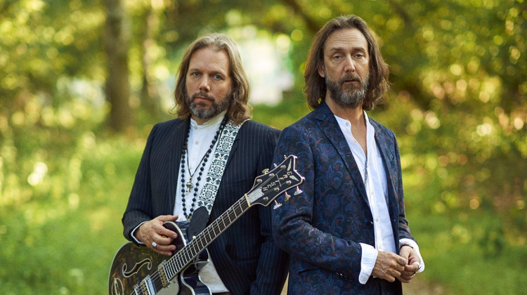 Chris and Rich from The Black Crowes reunite live on MBE
