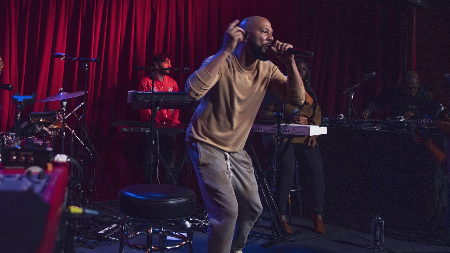 Common performing at Apogee Studios.