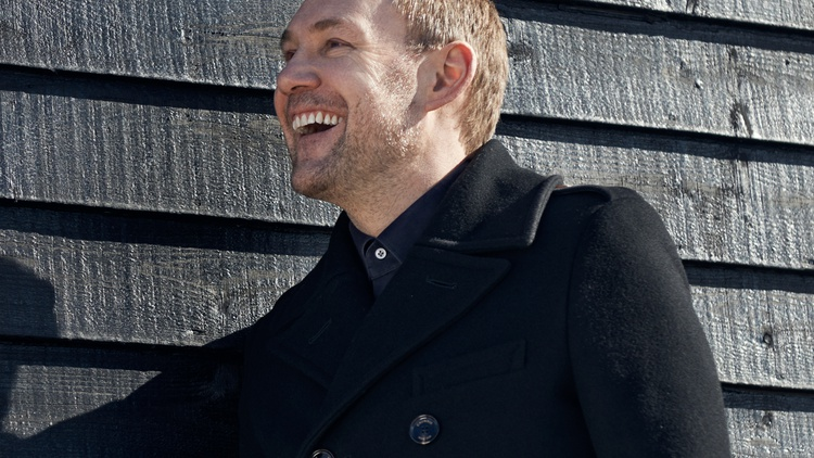 David Gray's 10th studio album finds the singer/songwriter experimenting with his writing process and a change in tone.