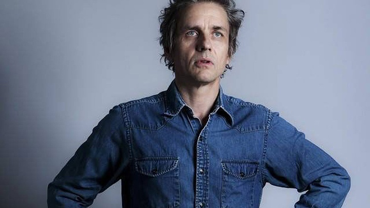 Dean Wareham made his mark as the singer of influential rock band Galaxie 500, followed by successful creative stints in the band Luna and with his wife Britta.