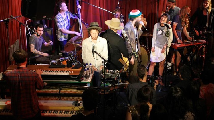 A live session with LA's own Edward Sharpe and the Magnetic Zeros, recorded in front of a live audience at Apogee's Berkeley Street Studios. Hosted by Liza Richardson.