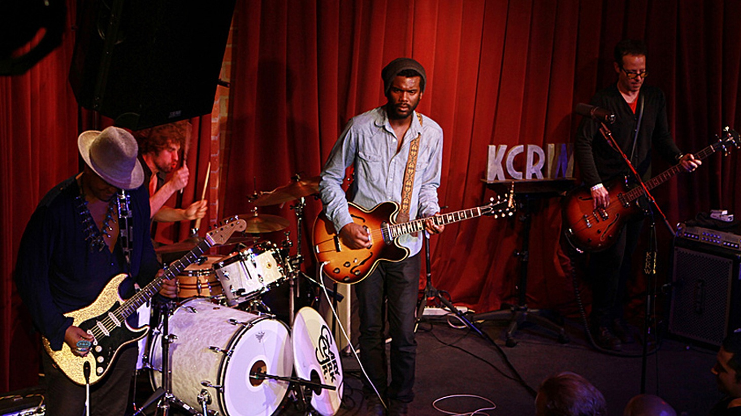 Guitar wizard Gary Clark, Jr. recently performed for a small audience for KCRW's Apogee Sessions, mesmerizing the crowd with songs from his debut full length.