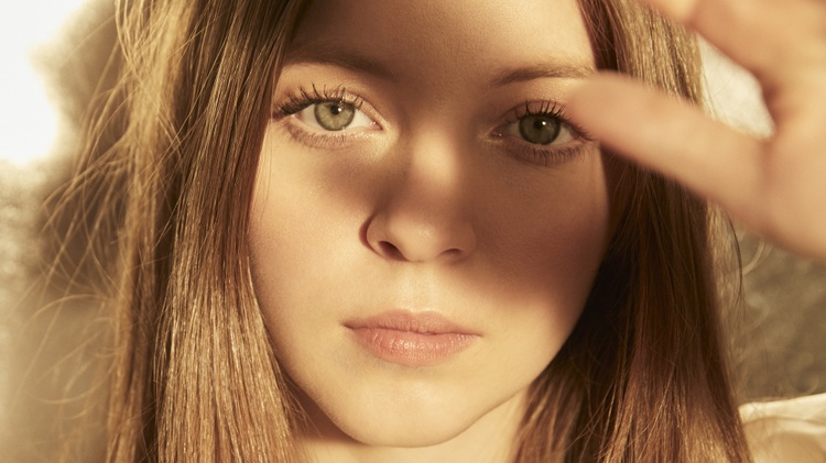 Jade Bird performs new music on MBE