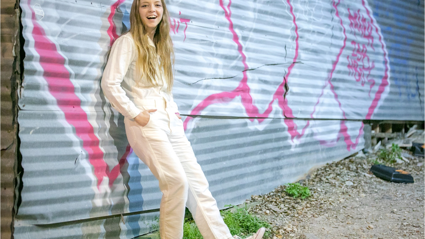 Jade Bird is one of the most talked about artists of the moment. She more than lives up to the hype with incredible energy, wit and wisdom far beyond her 20 years. We host a live set before she heads out to the desert for the Stagecoach Festival.