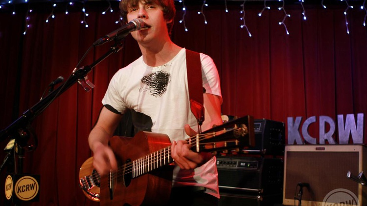 Young UK folk troubadour Jake Bugg recorded his album Shangri La here in LA and returned to perform a blistering set for KCRW as part of our Apogee Sessions series.