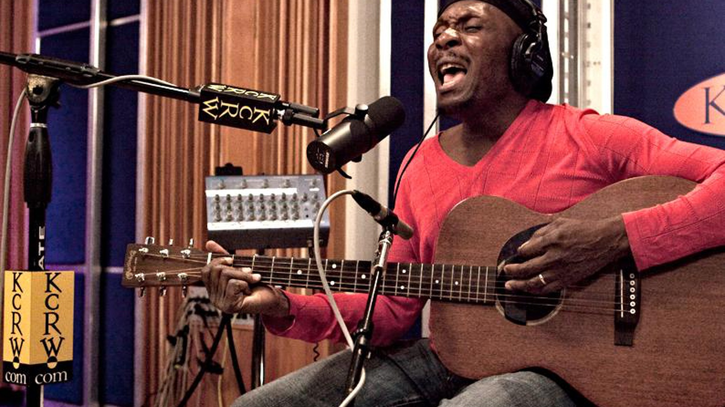 Reggae legend Jimmy Cliff joins us for an intimate performance...