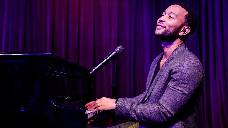 During a run of sold out shows in LA, Grammy Award-winning singer John Legend took time off to do an intimate performance in front of a live audience at KCRW's Apogee Sessions.