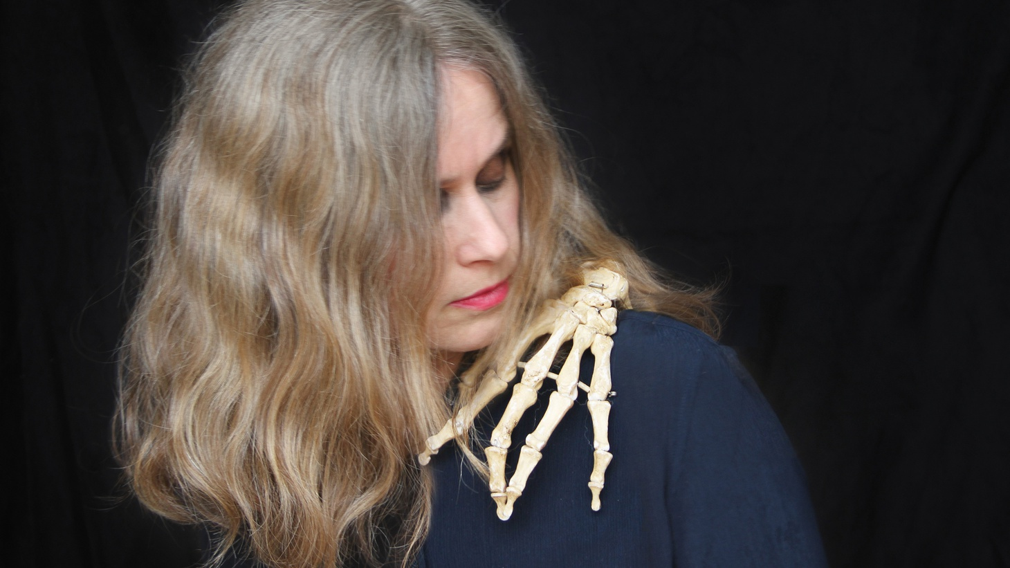 Juana Molina has a distinctly experimental sound that combines folk, pop and electronica for a hypnotic and seductive mix.