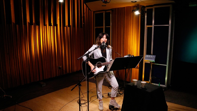 KT Tunstall visits our studio for a solo acoustic performance paying tribute to Fleetwood Mac.