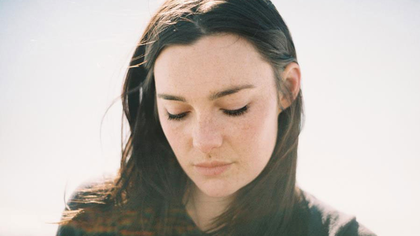 Aussie singer-songwriter Lisa Mitchell channels a Joni Mitchell folk vibe and has an album slated for release next year.