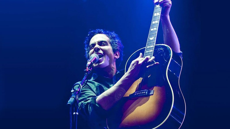 Half of She & Him and super talented songwriter and guitarist in his own right M. Ward returns to Morning Becomes Eclectic for the LP reissue of his 2005 album Transistor Radio, where he explored childhood memories of utopian radio.