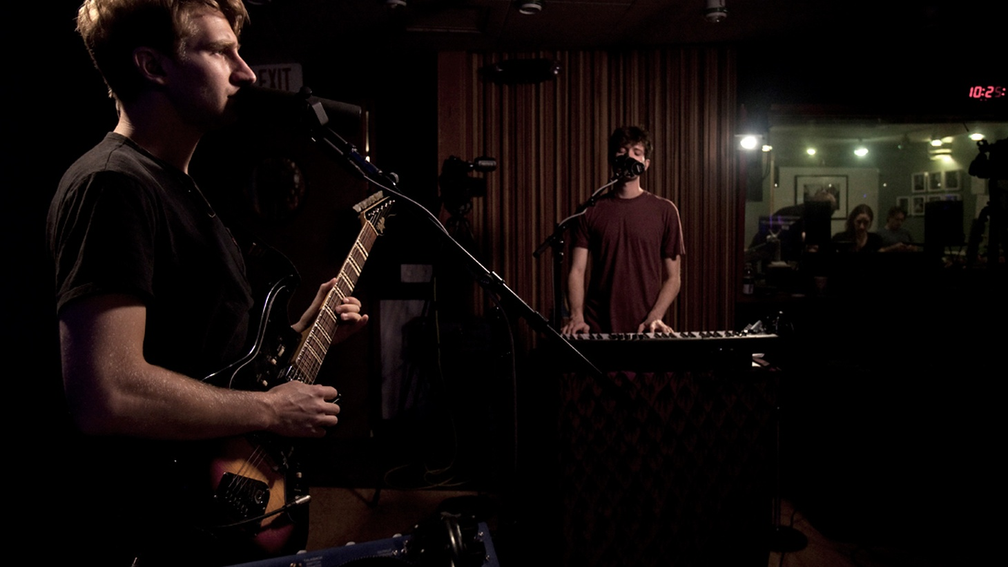 Live in-studio highlights from U.K.'s R&B newcomers Glass Animals, Memphis Soul troubadour Frazey Ford and SoCal's Mariachi El Bronx.