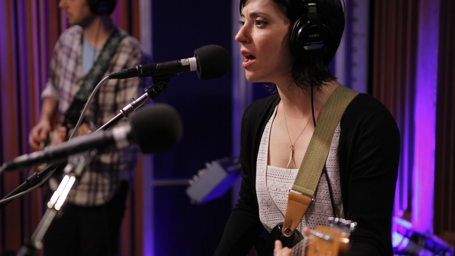 We've gathered highlights from an amazing run of talented artists performing live for KCRW recently. On this podcast we feature Sharon Van Etten, De Lux and Rodrigo Amarante.