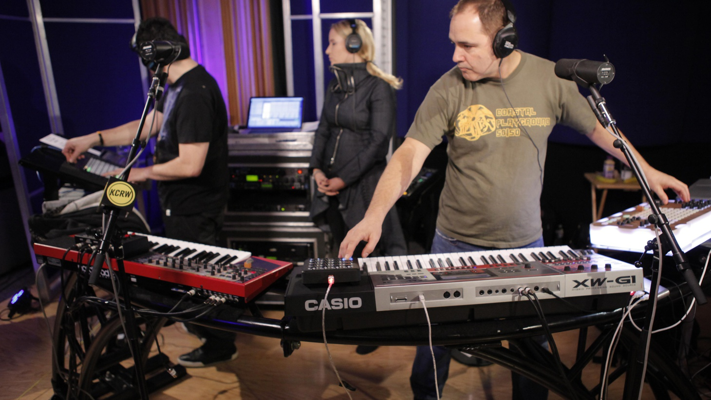 In this episode we feature live session highlights from The Crystal Method and L.A. based Lo-Fang, plus the entire MBE set by New York's Phantogram.