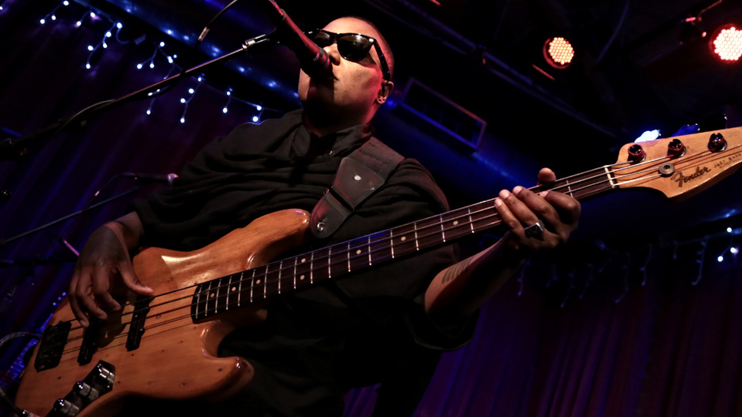 Extraordinary bassist and singer Meshell Ndegeocello graced the stage at Apogee Studio and delivered melodic and moody work from her album Comet, Come to Me, along with her classics.