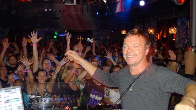 One of the most recognized DJ's in the world, Pete Tong drops by to chat with Jason at 10:20am.
