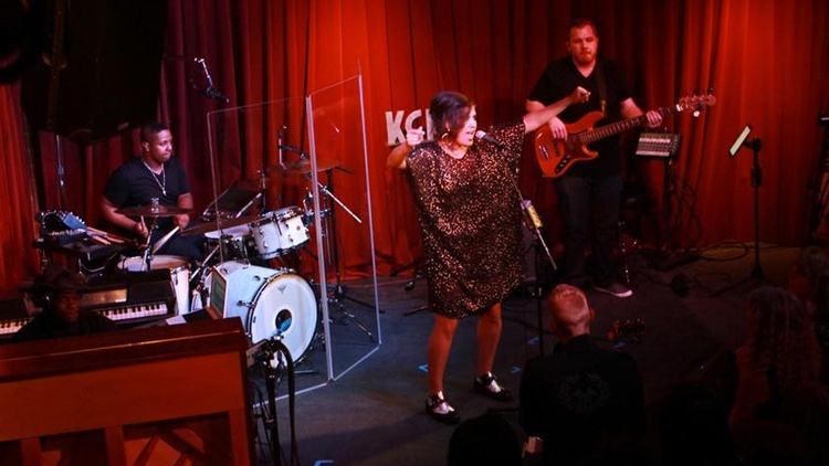 Seductive electro-soul outfit Quadron charmed KCRW supporters at a recent live session at Apogee Studios.