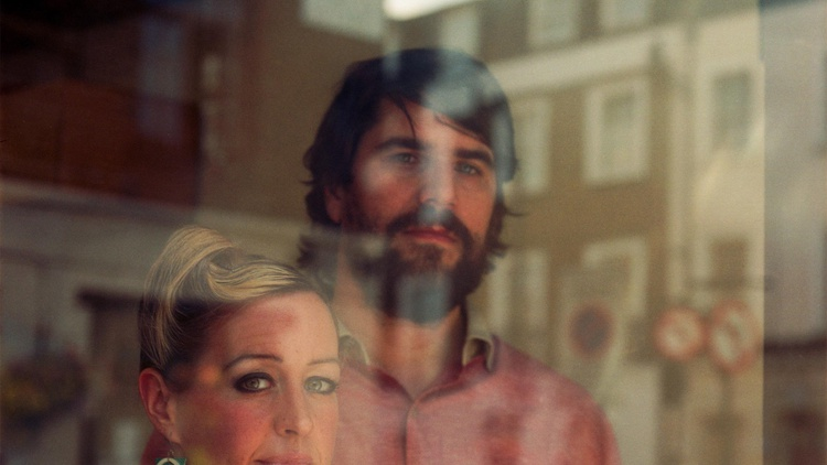 Colombian-based DJ Quantic and British singer Alice Russell have joined forces and the result is Latin swing with a sweet soulful mix.