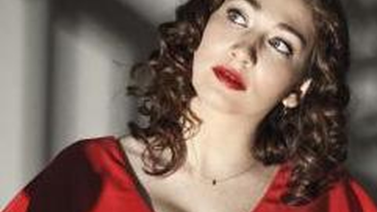Soviet-born and American-bred singer Regina Spektor began as a classical performer before turning her attention to writing whimsical songs...