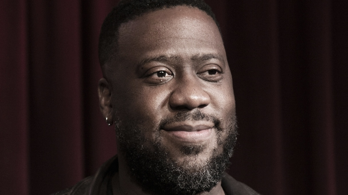 Robert Glasper is a three time Grammy Award winning pianist, producer and artist. He recently took us on a jazz fusion odyssey when he performed in front of an intimate crowd at Apogee Studios.