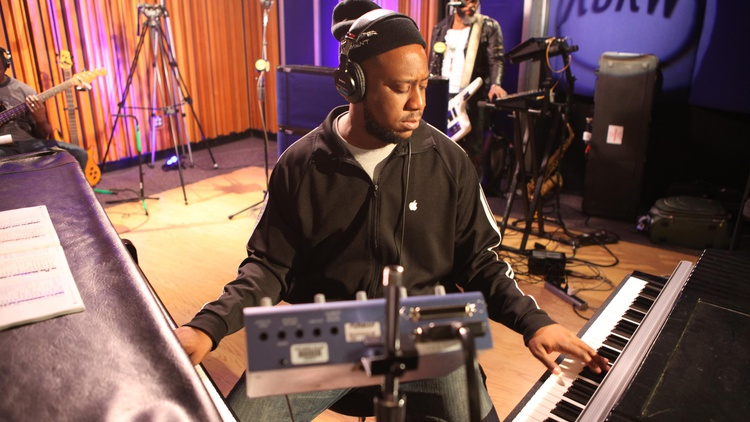 The Robert Glasper Experiment picked up a Grammy Award for Best R&B album in 2013 and visited our studios late that year to play songs from Black Radio 2.