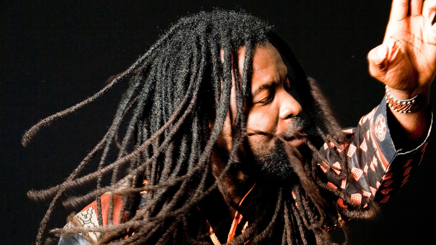 Ghanian bred and LA-based artist Rocky Dawuni spreads a multi-cultural positive vibe on Morning Becomes Eclectic.