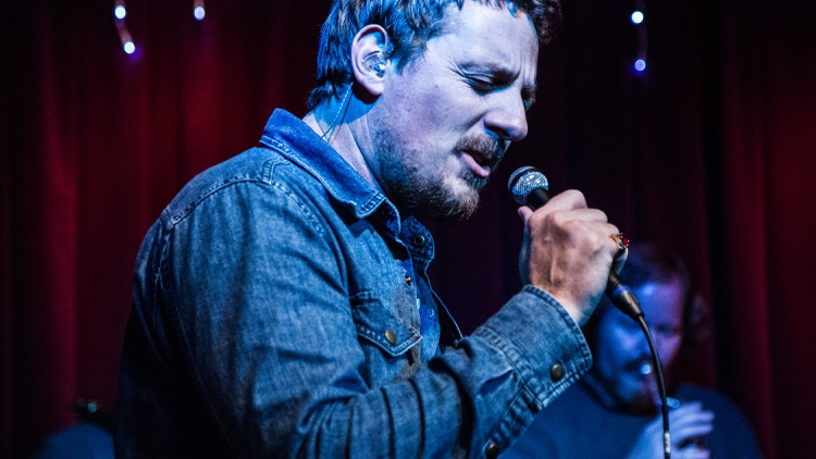 Sturgill Simpson is a country music outlaw.
