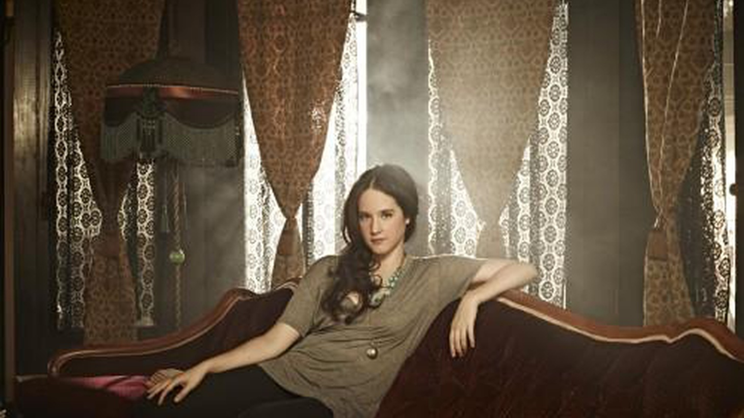 Mexican actress turned singer-songwriter Ximena Sariñana transcends language barriers with songs from her new album...