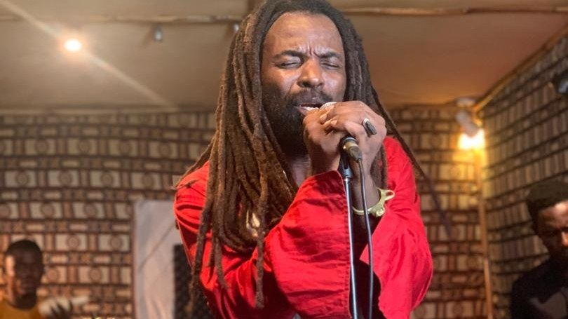 Rocky Dawuni in studio.
