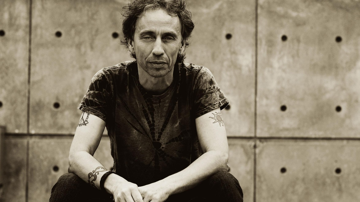 On this edition of Sounds Eclectic, host Nic Harcourt plays new, upcoming and recent releases from Guided By Voices, Lucinda Williams, and the latest from Radiohead. Plus a live in-studio performance from PJ Harvey, all this and much more on Sounds Eclectic.