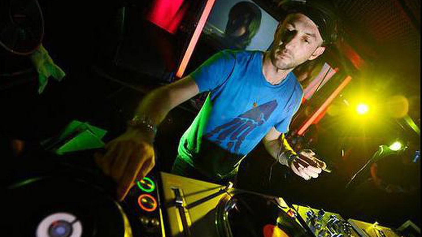 Celebrating the release of his latest compilation on Crosstown Rebels, Get Lost 4, London-based DJ/producer Damian Lazarus joins Raul for a guest DJ set.