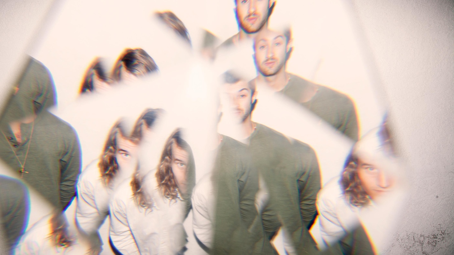 Trippy-pop outfit American Royalty are split between dark psychedelic rock and poignant electronica.