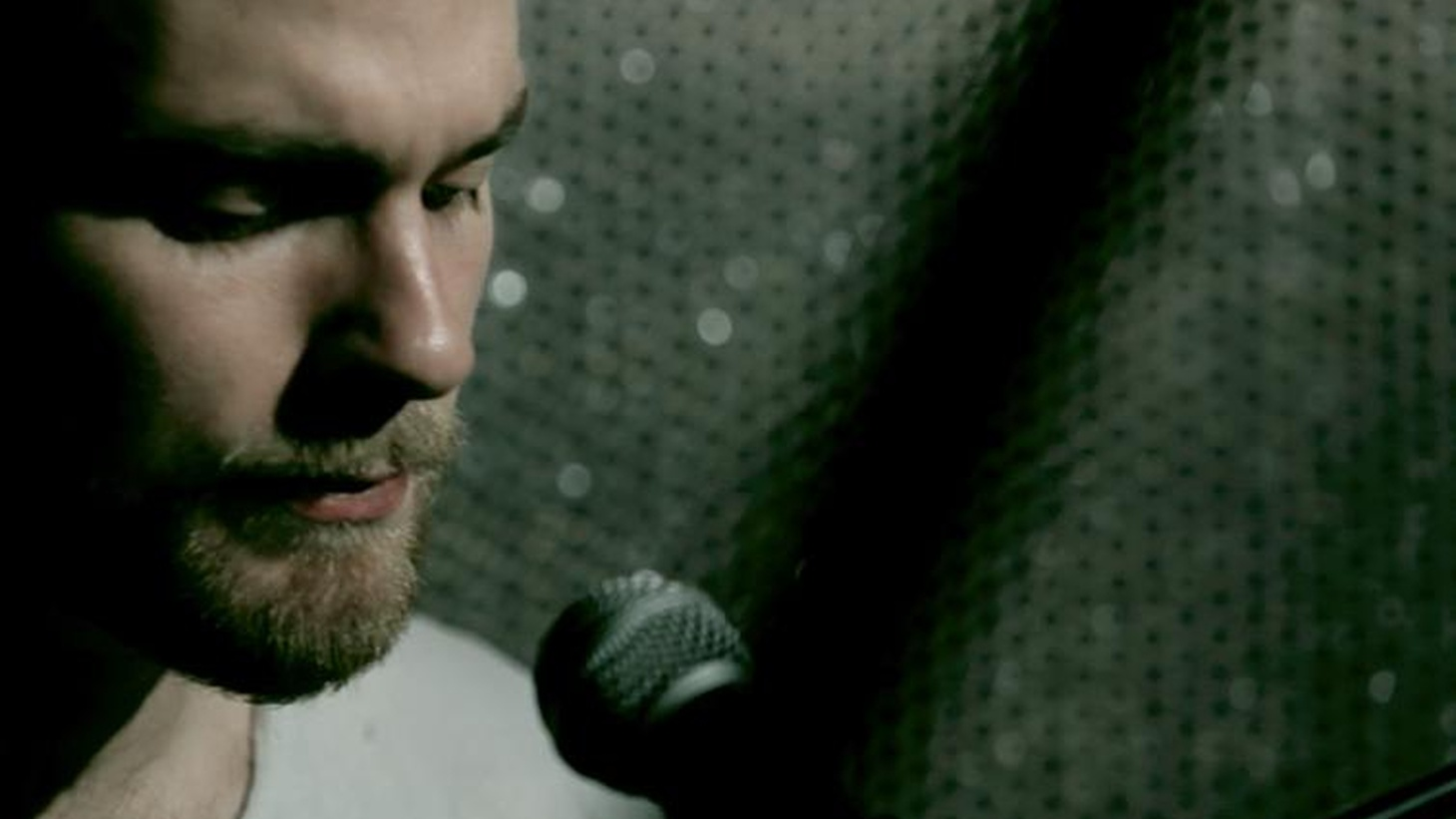 Icelandic artist Ásgeir sings both in English and his native tongue.