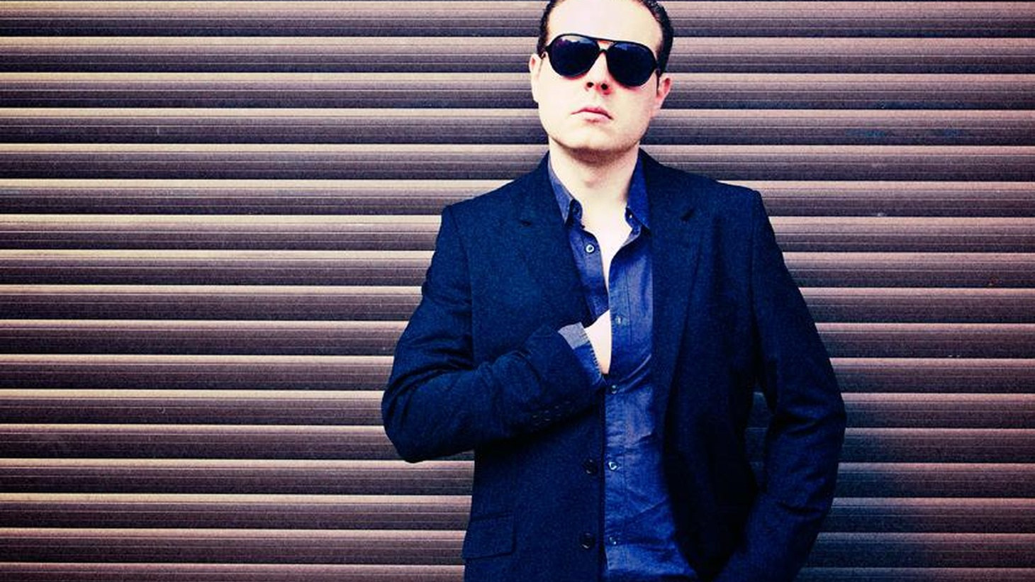 Benjamin Schoos has produced songs for many cult figures on the French pop scene. TTT includes a duet by chanteuse Marie France and the distinct sound of Chrissie Hynde.