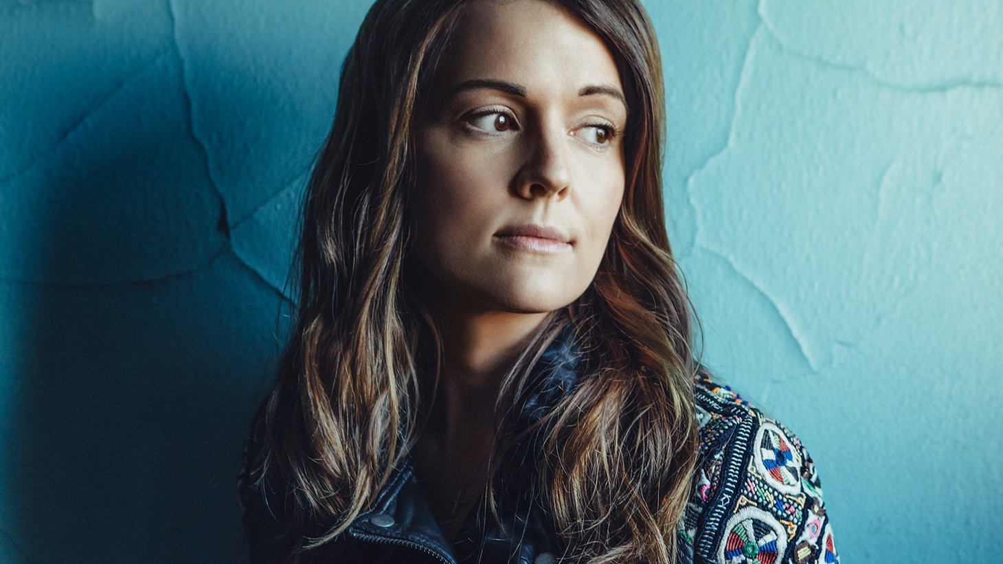 Seattle-based singer songwriter Brandi Carlile delivers honest moments of pure rock and roll wrapped in anthemic fist-beating melodies.
