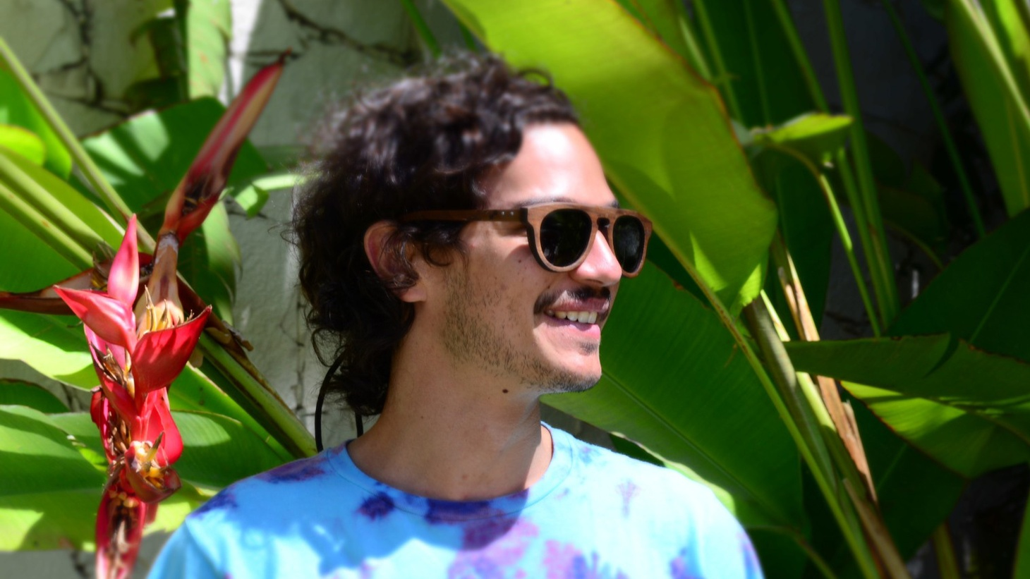 "Singer-songwriter Caloncho is inspired by his native Mexican folk music and the beach where he spends much of his time. You can hear that on Today's Top Tune, the luscious track ""Palmar""."