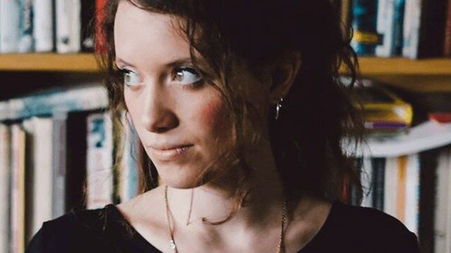 UK singer/songwriter Carmody found success in the last couple of years while collaborating on a project with Tom Misch.