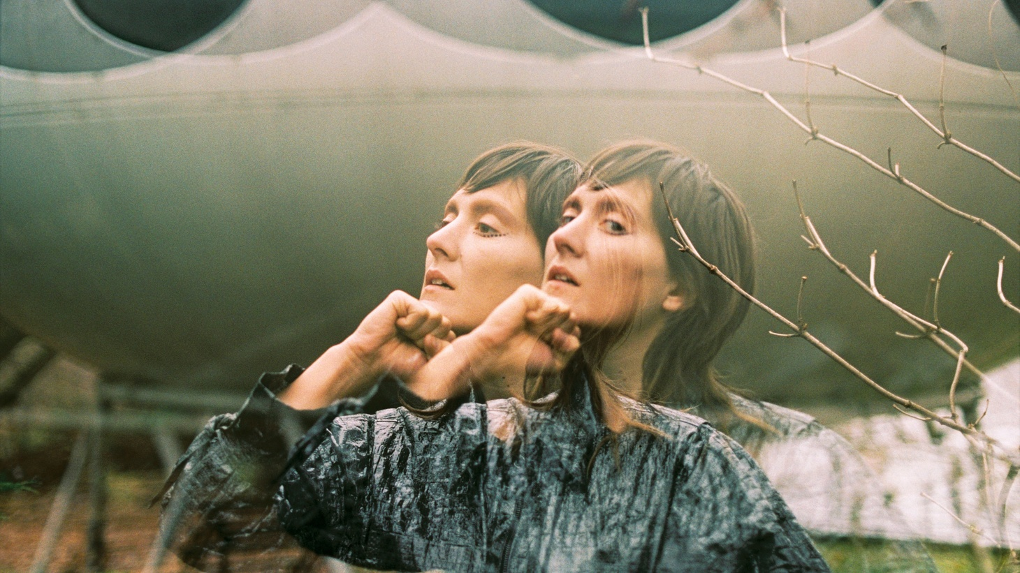 Backed by Warpaint drummer Stella Mozgawa, Cate Le Bon kick starts the year with a new EP.