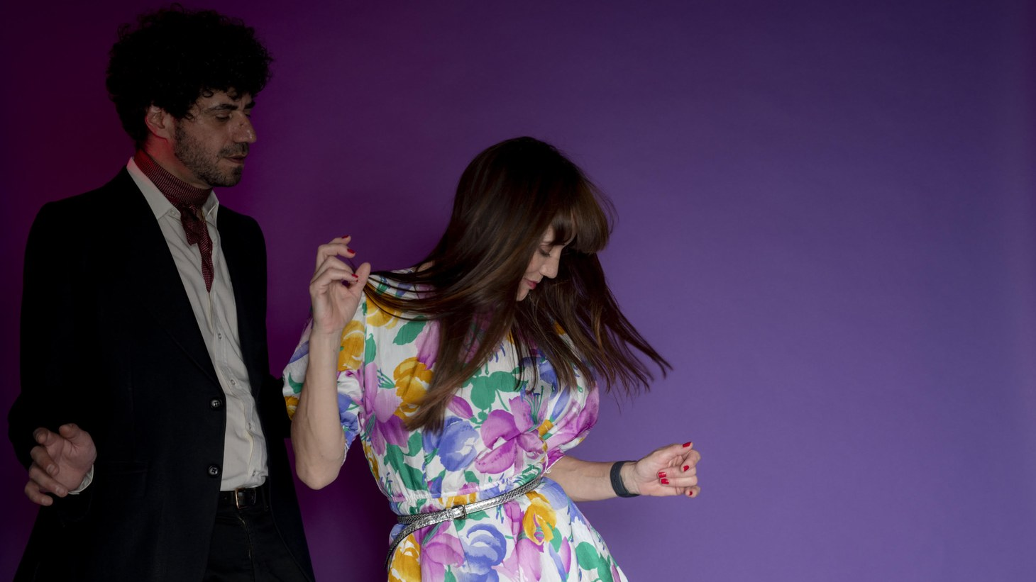 """Argentine artist Cineplexx has a throwback sound recalling the romanticism of Latin music of the 70's. On """"Hey,"""" he collaborates with Spanish singer La Bien Querida, to tell the story of a couple in love separated by distance."""