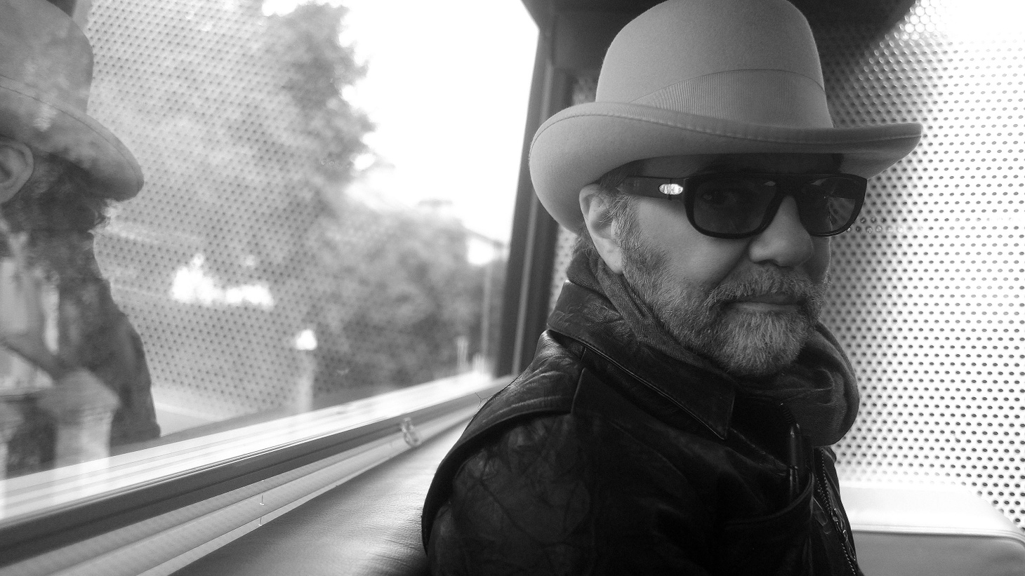 Iconic producer Daniel Lanois has an extraordinary musical palette, having worked with everyone from Brian Eno to U2, yet he unleashes his own sound in his solo work.