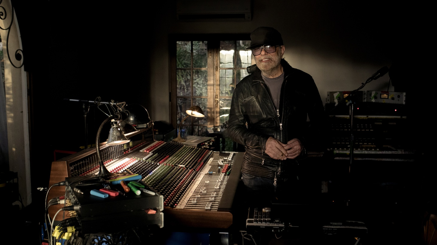 We know him for his work with the greats including U2, Brian Eno, Bob Dylan, Willie Nelson and Peter Gabriel to name a very few but it's rare that 11-time Grammy Award winning producer Daniel Lanois shares his own work.