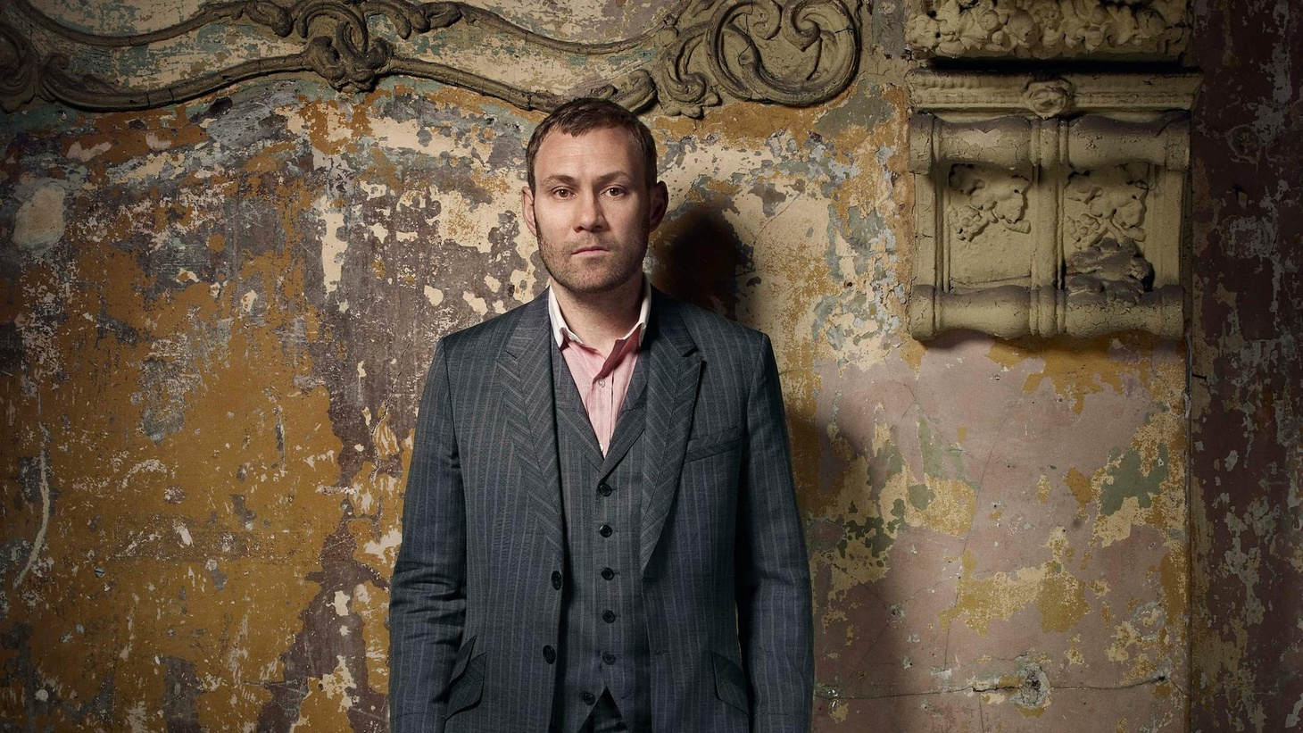 Multi-platinum selling artist David Gray releases his eighth studio album, Draw the Line, with a new band, a new outlook, and a new recording studio...