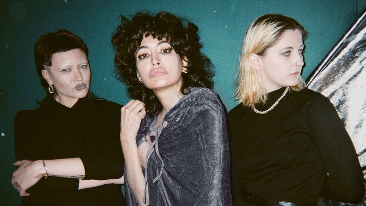 """Hailing from East London, post-punk trio deep tan make their debut with a new EP, which was written and recorded during the pandemic. Dark, angular, and devastatingly cool, """"hollow scene"""" captures the isolation so many of us encountered."""
