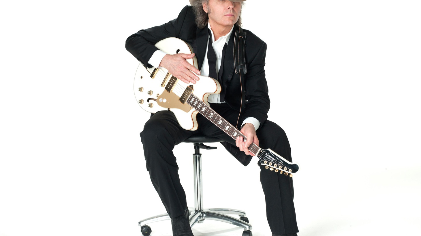 Dwight Yoakam has sold 25 million recordings worldwide with his brand of rock and country. His new CD -- his first in 5 years -- sees him working with unexpected guests